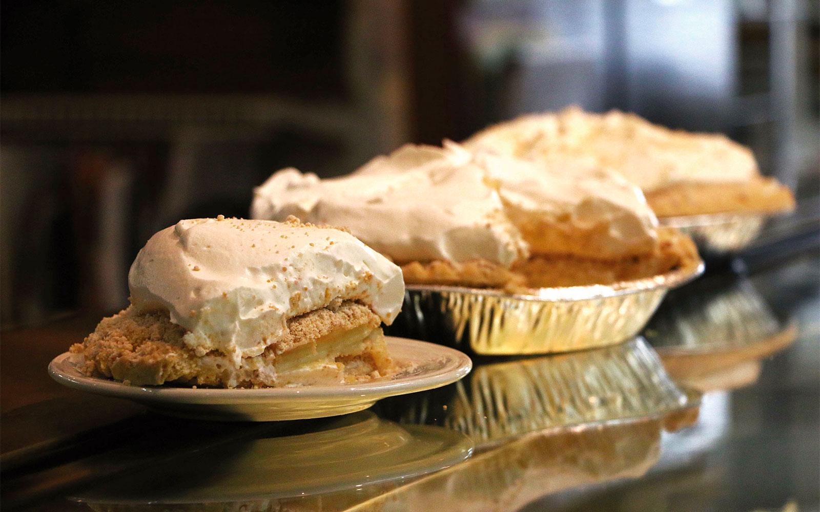 Der Dutchman Thanksgiving Pies